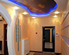 Дизайн натяжного потолока в прихожей и коридоре